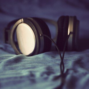 best-noise-cancelling-headphones-under-50-100-200-and-more